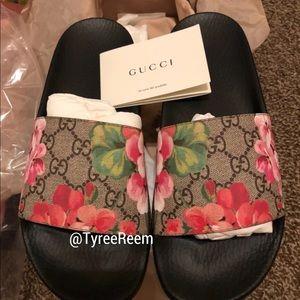 Shoes - Gucci slides